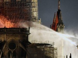 Notre Dame Katedrali 8.5 saat yandı... İşte son durum