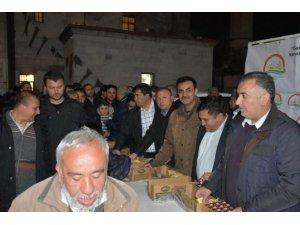 Aksaray'da vatandaşlara süt ikramı