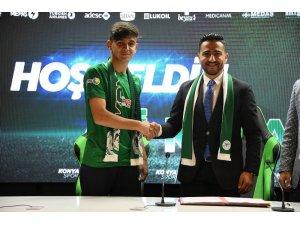 Konyaspor, Ali Karakaya ile profesyonel sözleşme imzaladı