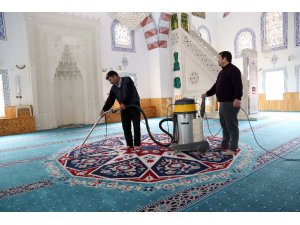 Aksaray'da camilerde temizlik çalışması başladı