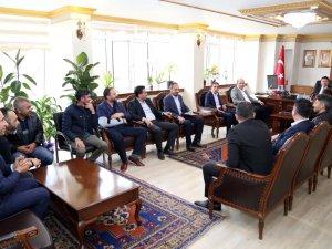 Başkan Evren Dinçer'i okul arkadaşlar ziyaret etti