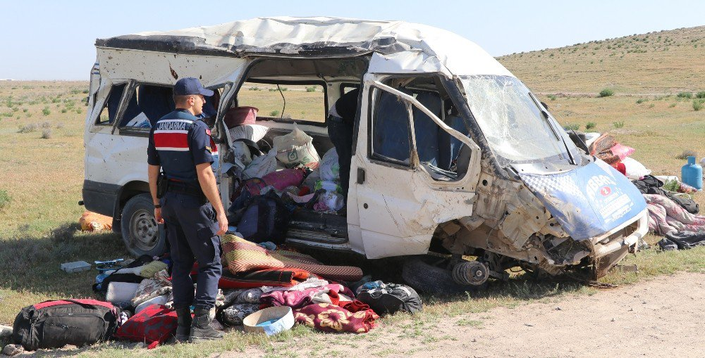 Aksaray-Konya yolunda kaza! Tarım İşçilerini Taşıyan Minibüs Devrildi: 13 Yaralı