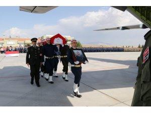 Helikopterden düşen şehit astsubayın cenazesi memleketine uğurlandı