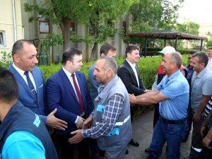 Belediye Başkanı Evren Dinçer, belediye personeli ile bayramlaştı