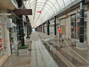 Aksaray Belediyesi kapalı çarşı ve civarındaki sokakları tazyikli su ile yıkadı