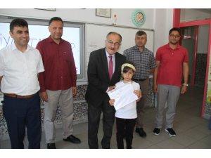 Başkan Bayındır, mezun olduğu okulda öğrencilerin karne sevincine ortak oldu
