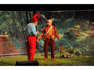Keloğlan iki farklı tiyatro ile Akşehirli çocuklarla buluştu