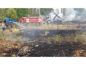 Besihaneye ait bahçedeki saman balyaları yandı