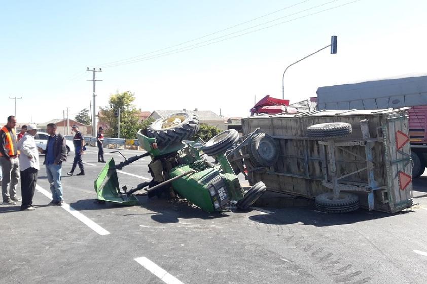 Bozcamahmut'ta kaza! Traktör ile Otomobil çarpıştı