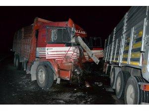 Konya'da kamyonla tır çarpıştı: 1 ölü, 1 yaralı