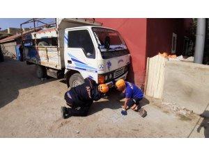 Aksaray'da kamyonet ile duvar arasında sıkışan sütçü öldü