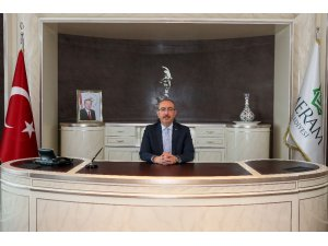 """Başkan Kavuş: """"Cumhuriyet Türk milletinin küllerinden yeniden doğuşunun simgesi"""""""