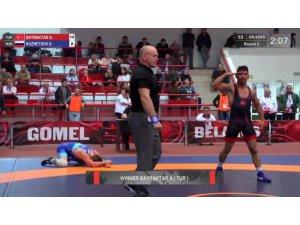 Meram Belediyesporlu güreşçi Türkiye'ye ikinci bir bayram sevinci yaşattı