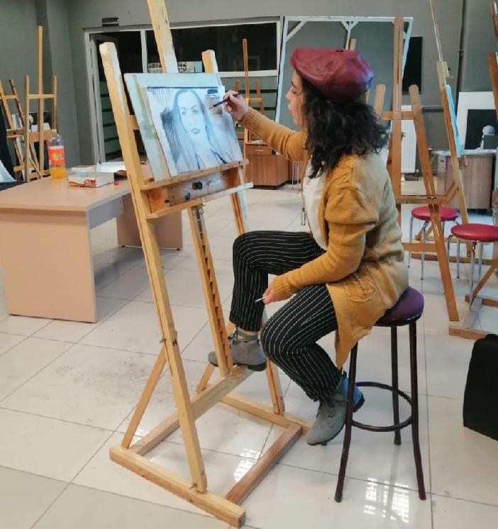 Gülhan Kartal'ın Alara Adams Kara Kalem Çalışmasına Tam Puan!