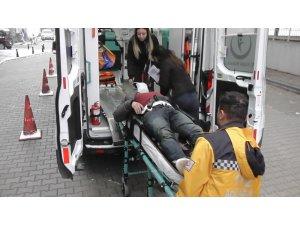 Bariyere çarpan otomobil takla attı: 1'i ağır 3 yaralı