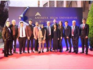 """KTO Karatay Üniversitesine """"Yılın Havacılık"""" etkinliğinde iki ödül"""