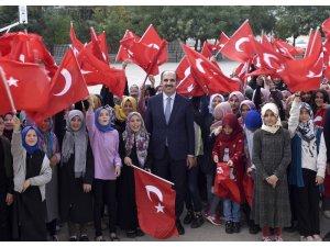 Başkan Altay, karne alan öğrencileri tebrik etti
