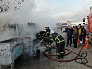 Barakadaki yangın az kalsın otomobili yakıyordu