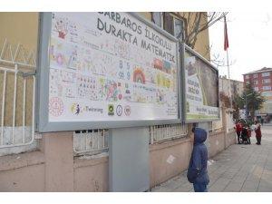 Ereğli Belediyesi durakları ve billboardları matematikle süsledi