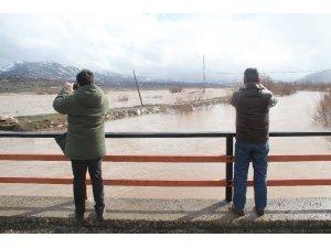 Konya'da etkili olan yağış nedeniyle ekili alanlar su altında kaldı