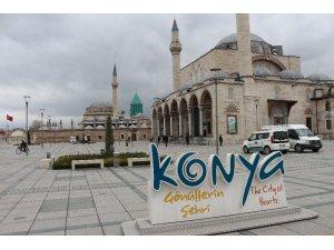 Konya'da cuma namazında camiler boş kaldı