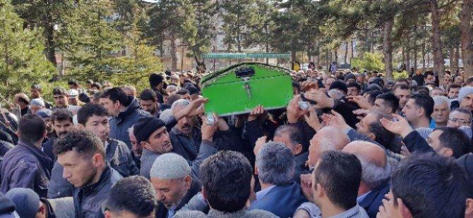 Duvarın altında kalarak yaşamını yitiren Ramazan Ekici defnedildi