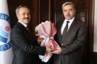 Prof. Dr. Şahin, Acar'dan rektörlük görevini devraldı