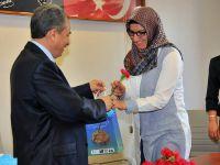 Başkan Akkaya'dan Bayan Personele Çiçek Ve Hediye