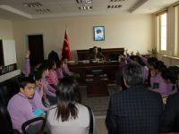 Eşmekaya İlkokulu Öğrencileri Eskil Kaymakamı İlhan'ı Ziyaret Ettiler