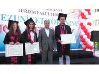 Beyşehir'de Turizmci Öğrencilerin Mezuniyet Heyecanı