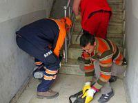 Merdiven Boşluğunda Mahsur Kalan Kediyi AFAD Ekipleri Kurtardı