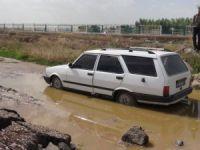 Polisten Kaçarken Otomobilleri Çamura Saplanınca Yakalandılar