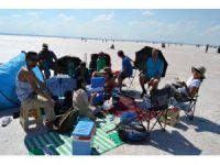 Nijeryalı turistler Tuz Gölü'nde piknik yaptı