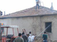 Eskil'de ev yangını! Ev kullanılamaz hale geldi