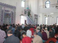 Ömer Halisdemir Camii'nde ilk cuma namazı kılındı