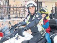 Eskilli Polis Memurundan Sürpriz Ziyaret! VİDEO