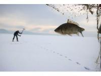 """Buz tutan Beyşehir Gölü'nde """"Eskimo"""" usulü balık avı"""
