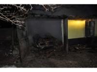 Kulu'da garaj içinde bulunan otomobil yandı