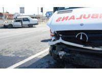 Aksaray'da hasta taşıyan ambulans kaza yaptı: 1 yaralı