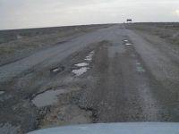 Üşenmedi 15 KM'lik yolun çukurlarının tek tek fotoğrafını çekti! Ve bakın kaç çukur var!