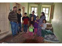 """""""Polisiz"""" diyerek Suriyeli aileyi silahla gasp ettiler"""