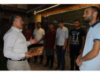 Başkan Tutal'dan asker adaylarına yemek