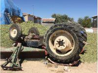 Eskil'de traktörün altında kalan genç ölümden döndü