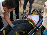Otomobilin çarptığı genç, acısını bırakıp motosikletini sordu