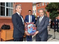 Akşehir Belediyesi'nden 2 bin 500 öğrenciye çanta ve kırtasiye seti