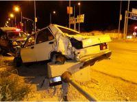 Sultanhanı'nda tır otomobili biçti 1 yaralı