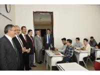 Rektör Şahin İslami İlimler Fakültesi Öğrencilerini Ziyaret Etti