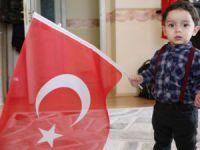 Aksaray'da 1,5 Yaşındaki Çocuğun Türk Bayrağı Sevgisi