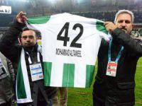 Filistinli Muhammed ve ailesi Konyaspor'un Fenerbahçe maçında onur konuğu oldu