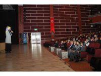 """Akşehir'de """"Ailede; Ergen - Anne ve Baba İletişimi"""" anlatıldı"""